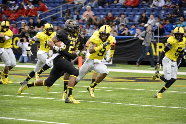 Alabama-bound Derrick Henry, the No. 1 career rushing leader in American high school football history for Yulee (Fla.) High School, dashes for a two-point conversion that capped a 15-8 victory for the East in the 2013 U.S. Army All-American Bowl, Jan. 5, 2013, at the Alamodome in San Antonio. Henry, who also had a 2-yard touchdown run, finished with a game-high 53 yards on 11 carries.