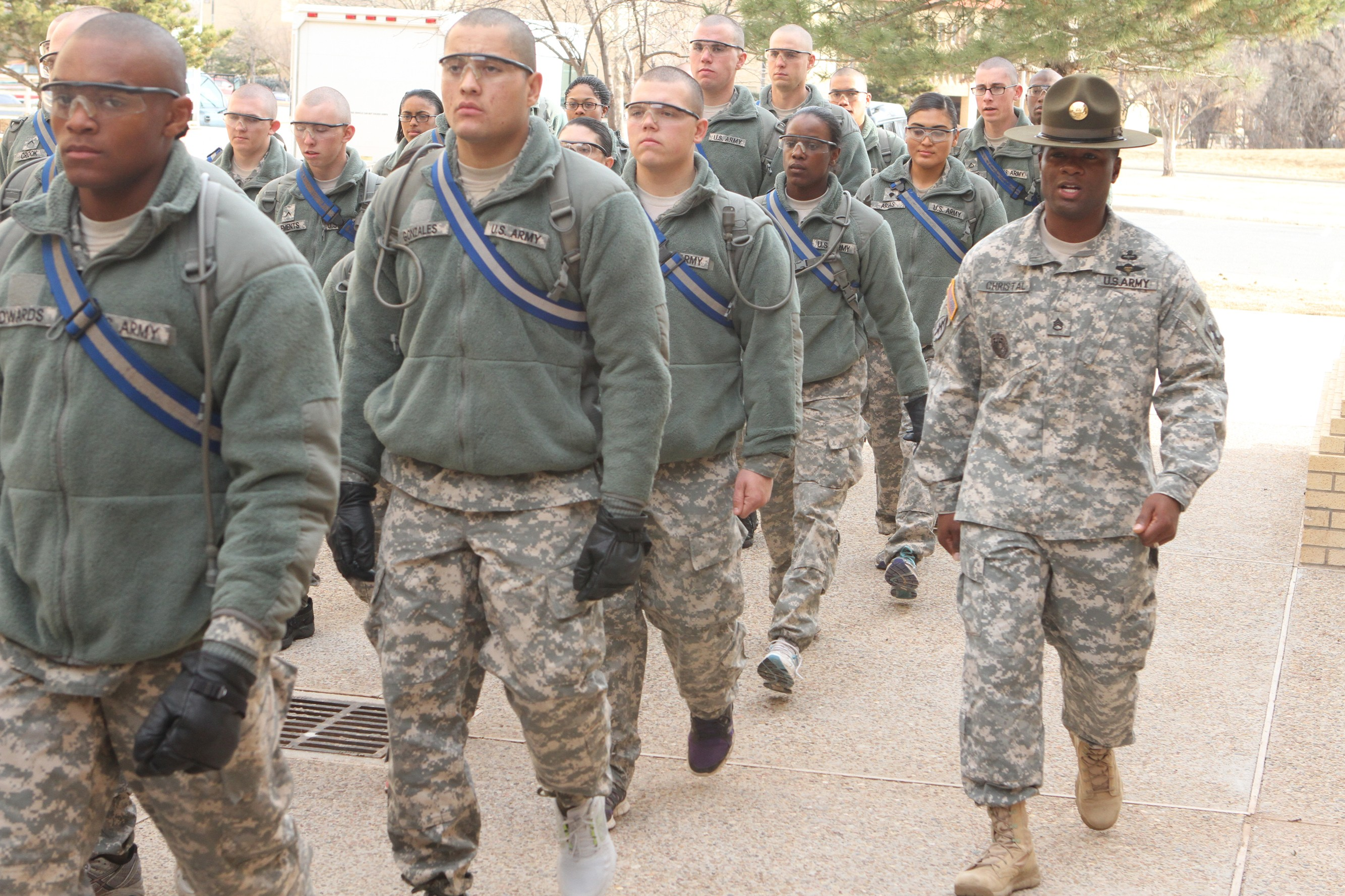 fort sill single girls Women soldiers are making some noise at fort sill as gender-integrated basic training comes back to post for the first time in nine years and now it is here to stay.