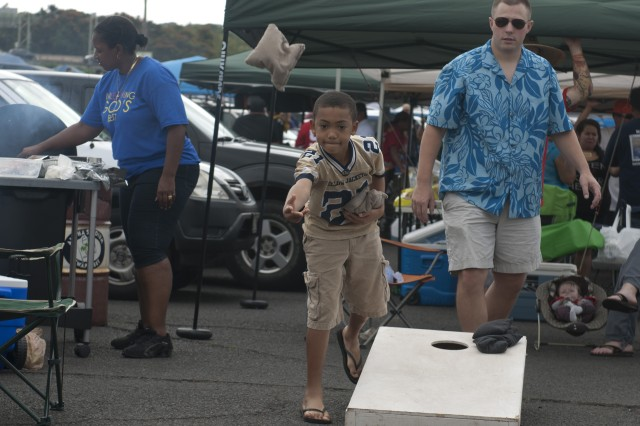 "Navy Chief Petty Officer Frank Hearn and his friends and family, play ""cornhole"" and have fun tailgating before the National Football League's 2013 Pro Bowl game at Aloha Stadium, Jan. 27."