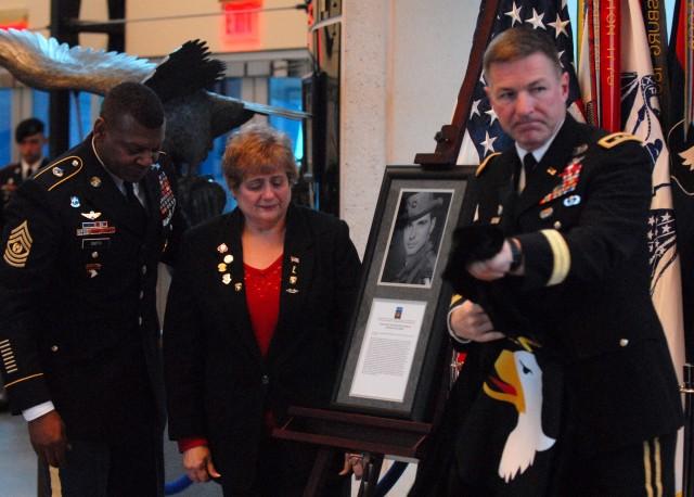 101st Airborne Division (Air Assault) unveils Medal of Honor plaque