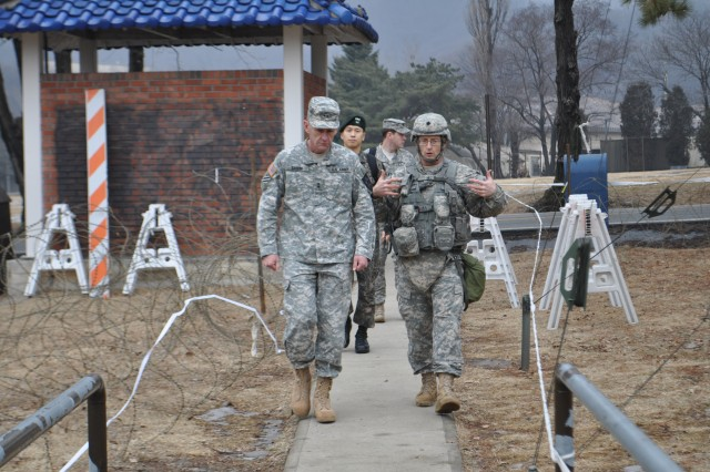 CAMP CASEY, South Korea - Lt. Col. Jay C. Gardner, the commander of 6th Battalion, 37th Field Artillery Regiment, 210th Fires Brigade, 2nd Infantry Division, briefs Maj. Gen. Edward C. Cardon, the commanding general of the 2nd Infantry Division, on his respective mission. (U. S. Army photo by Pfc. Kim Han-byeol, 210th Fires Brigade Public Affairs Specialist/Released).