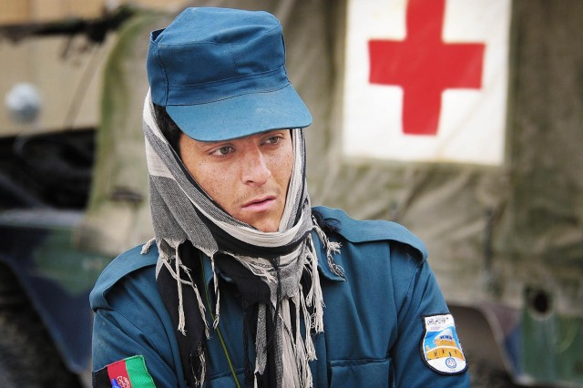 Afghan police medic steps up training in Deh Rawud