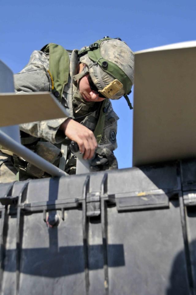 2CR Troops use Raven to patrol skies