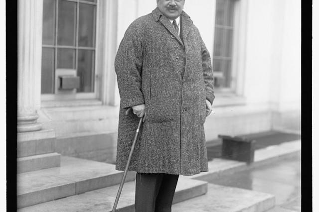 Prince Kuhio dressed warmly in Washington, D.C.
