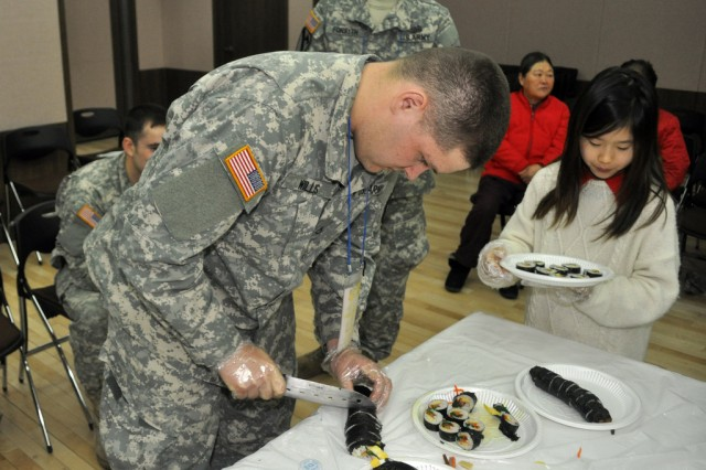Pfc. Joshua B. Willis, human resource specialist at the USAG-Y Headquarters and Headquarters Company orderly room, participates in Kimbap making contest held by Mapo gu office, here, Mar. 19. - U.S. Army photo by Pfc. Jung-Ji-hoon