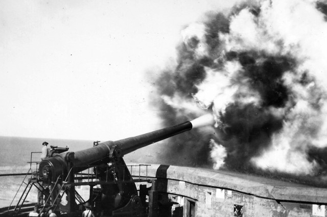 A Watervliet Arsenal 14-inch gun being fired at Fort Frank, Philippines.