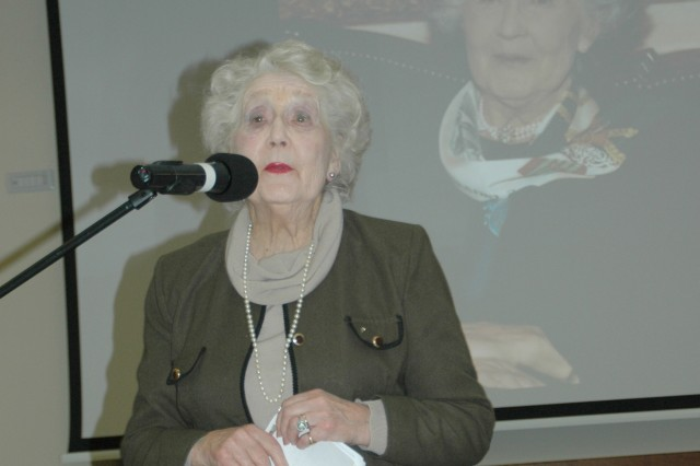 World War II spy trainer speaks at female event