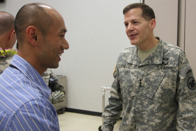 Chief of Army Reserve meets Hawaii-based Soldiers in inaugural visit