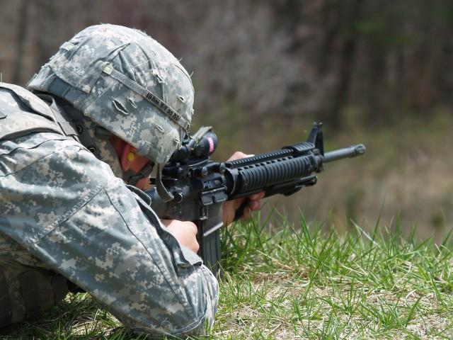 19th Engineer Battalion Soldier engages downrange target