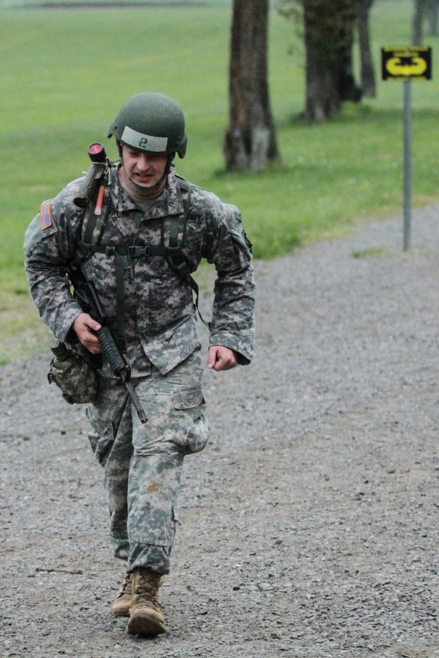 'Strike' Soldier graduates Air Assault School despite amputation