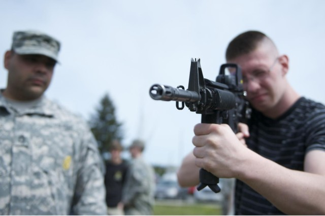 Oregon recruiters, future Soldiers road-trip to JBLM