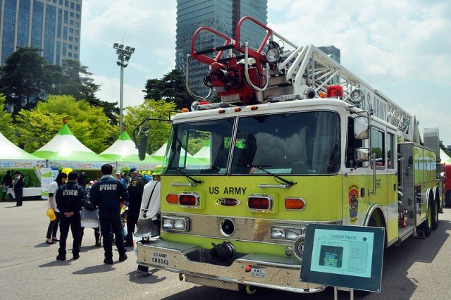 The USAG Yongsan Fire Department exhibits its ladder truck to the public during the 2013 Safe Seoul Day held at Yeouido Park, May 1.