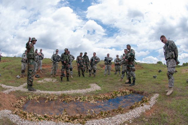 Indian soldiers, U.S. paratroopers compare patrolling tactics