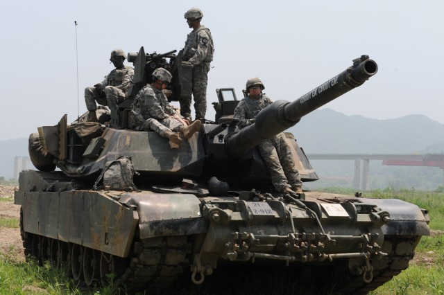 Soldiers from the 2nd Infantry Division participate in a combined river crossing exercise in Yeoncheon, South Korea, May 30, 2013.