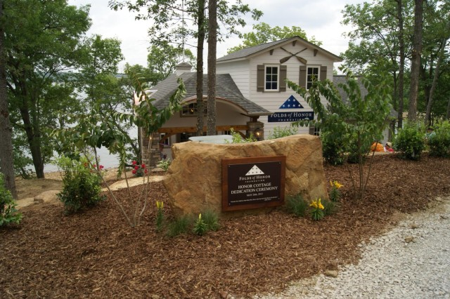 The Honor Cottage is a 1,100 square foot getaway tucked into a secluded hillside at CrossTimbers Marina overlooking the lake, to take advantage of the healing and restorative power of water. It is dedicated for the exclusive and cost-free use of veterans served by Folds of Honor Foundation.
