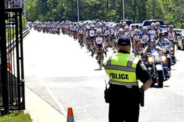 Approximately 200 Ride 2 Recovery cyclists arrive at Fort Eustis, Va., May 31, 2013. The cyclists stopped at Fort Eustis during their multi-day ride from Washington, D.C. to Virginia Beach, Va. R2R helps injured veterans improve their health and wellness through cycling.