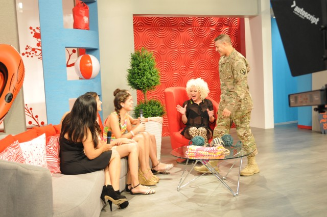 Soldier surprises daughters on live TV