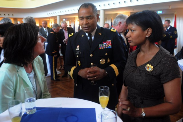 Maj. Gen. Aundre F. Piggee, the commanding general of the 21st Theater Sustainment Command, and his wife Kassie converse with Minister President Malu Dreyer, left, minister president of the Rheinland-Pfalz Palatinate during the Rheinland-Pfalz Tag military reception at the Festhalle, June 22. (Photo by Staff Sgt. Alexander Burnett, 21st TSC Public Affairs)