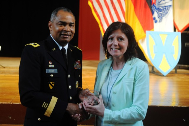 Maj. Gen. Aundre F. Piggee, left, the commanding general of the 21st Theater Sustainment Command, presents Minister President Malu Dreyer, right, the minister president of the Rheinland-Pfalz Palatinate, with a gift during the Rheinland-Pfalz Tag military reception at the Festhalle, June 22. (Photo by Staff Sgt. Alexander Burnett, 21st TSC Public Affairs)