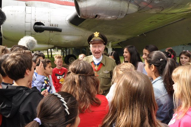 Retired Col. Gail Halvorsen meets young German fans from the Frankfurt Musterschule, Germany, during a ceremony at the Berlin Airlift Memorial, June 26, 2013.