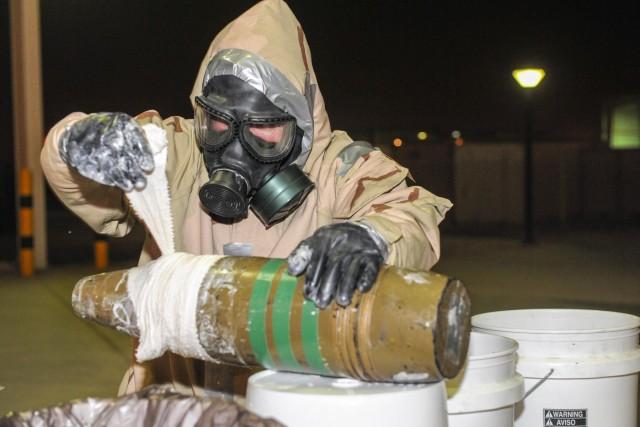 ASQ-Qatar CBRN assists with EOD training