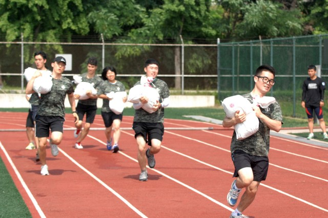 Challengers race on the 50 meters track while holding a sandbag during the K-16 Warrior Challenge Cup, June 28. (U.S. Army photo by Pvt. Jung Young Ho)