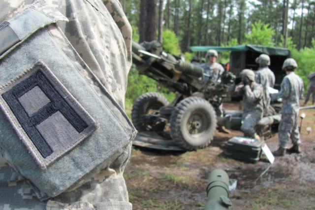 Sgt. 1st Class Patrick Stivers, trainer / mentor of the 157th Infantry Brigade, First Army Division East, shares pointers to a 256th Infantry Brigade Combat Team self propelled Howitzer team at the 256th IBCT annual training exercise at Camp Shelby, Miss. (U.S. Army photo)