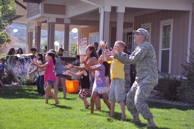 FORT CARSON, Colo. -- Fort Carson housing residents battle it out during the water balloon toss at the fourth annual resident barbecue.