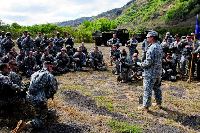 Major Boyce Buckner, operations officer for 3rd General Support Aviation Battalion, 25th Aviation Regiment, 25th Combat Aviation Brigade, 25th Infantry Division, briefs soldiers from Company C, 3-25 AVN, 25th CAB about the training lanes during a field training exercise near Dillingham Airfield, Hawaii, Aug. 6.