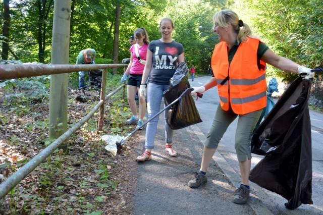 Sabine Günther, left, head of Landstuhl's parks department, helps Soldiers to pick up trash on Luitpoldstrasse in Landstuhl (photo by Rick Scavetta, U.S. Army Garrison Kaiserslautern)
