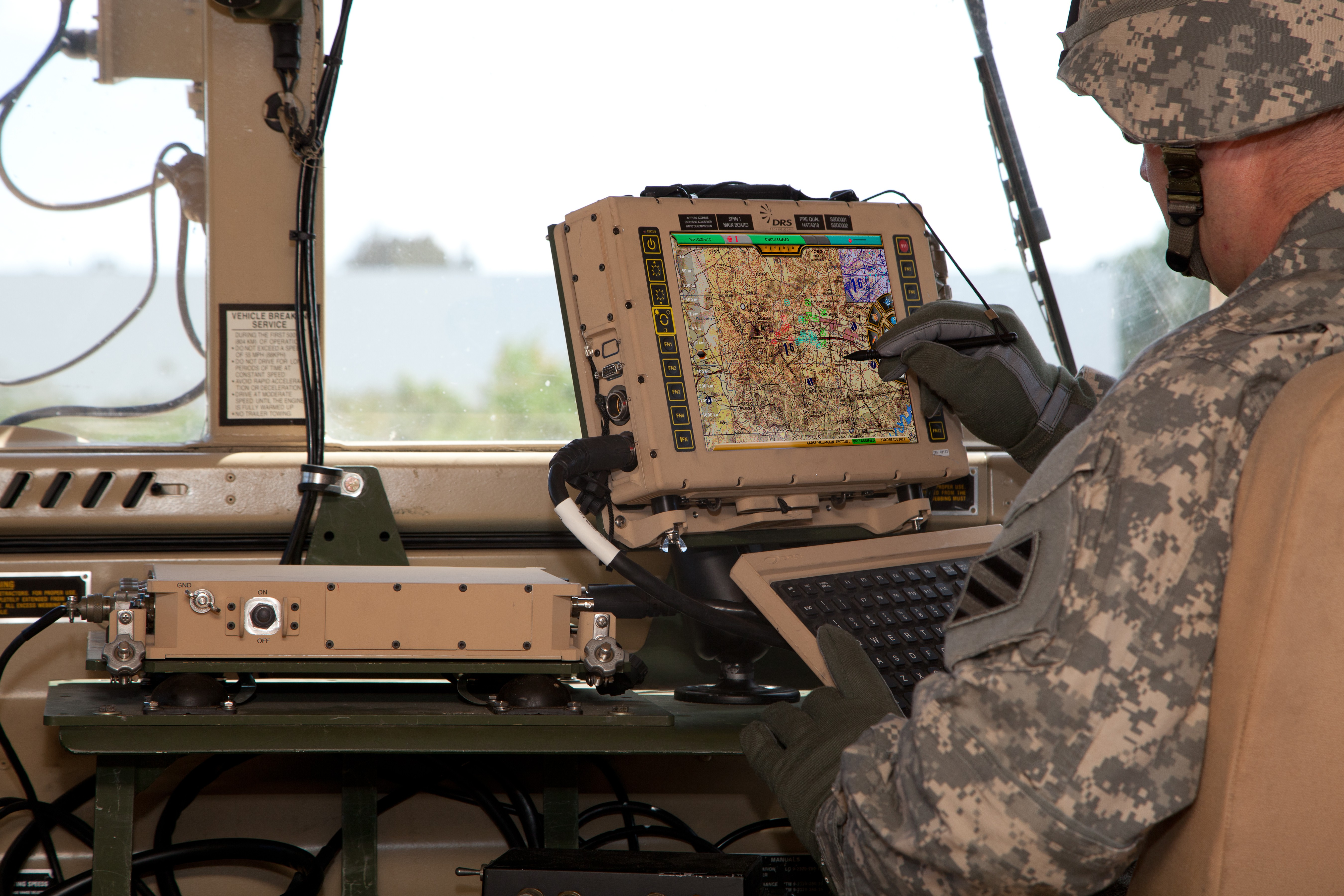 Vehicle Display Systems : Army advances standardized tactical computer article