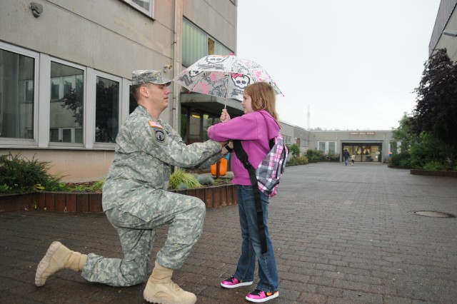 21st TSC soldiers and children share first day of school in Kaiserslautern Military Community
