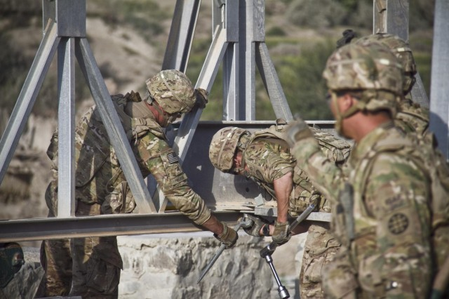 U.S. Army soldiers with the 1438th Engineer Multi-Role Bridge Company, from the Missouri National Guard, hand-loosen the bolt of a transom while constructing a Mabey-Johnson bridge in the village of Laka Tiza, Afghanistan, Sept. 2, 2013. (U.S. Army photo by Sgt. Justin A. Moeller, 4th Brigade Combat Team Public Affairs)