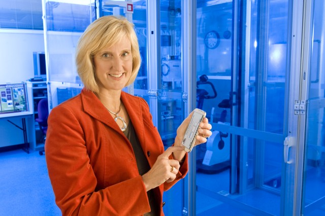 Dr. Beth Beidlemen of the U.S. Army Research Institute of Environmental Medicine, holds an Android-based smartphone to demonstrate the capability of the altitude-acclimatization model.