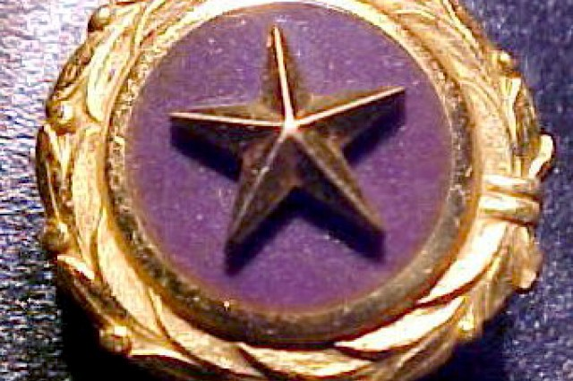 Gold Star Mothers Pin