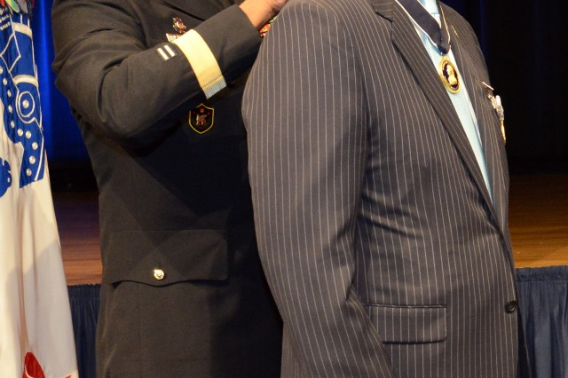 Thomas R. Lamont, the retiring assistant secretary of the Army for Manpower and Reserve Affairs, is presented with the Horatio Gates honorary medal, the Pentagon, Sept. 19, 2013.