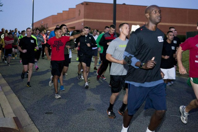 Participants in the Devil Dog 7k start outside of the Cpl. Terry L. Smith Gymnasium on the Henderson Hall portion of Joint Base Myer-Henderson Hall Sept. 18, 2013.