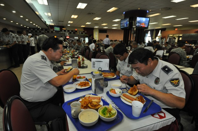 Korean National Police members chow USAG Yongsan's dinning facility during the KNP visit to Yongsan, Sep. 13. (U.S. Army photo by Cpl. Jung Jihoon)