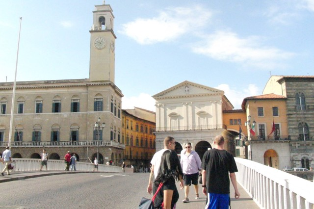 Wiesbaden Better Opportunities for Single Soldiers members cross a bridge over the Arno River in Pisa.