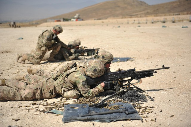 Soldiers from Headquarters and Headquarters Company, 4th Brigade Combat Team, 101st Airborne Division (Air Assault), conduct a machine gun range on Forward Operating Base Thunder, Paktia province, Afghanistan, Sept. 27, 2013.