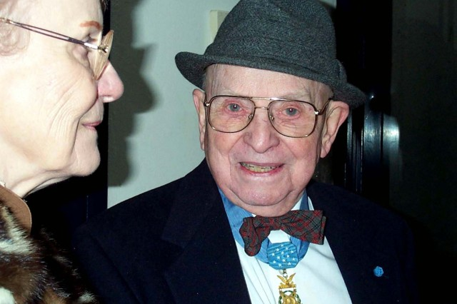 Medal of Honor recipient Nicholas Oresko attends a Salute to Veterans event that honored the Medal of Honor recipients, in Washington, D.C., Jan. 19, 2001.