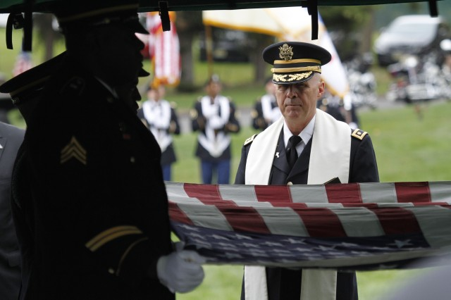 U.S. Military Academy Chaplain (Maj.) Kenneth Nielsen presides over the funeral and iterment for retired Master Sgt. Nicholas Oresko, Oct. 10, 2013.