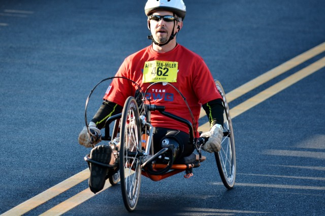 A wounded warrior takes part in the Army Ten-Miler, Oct. 20, 2013.
