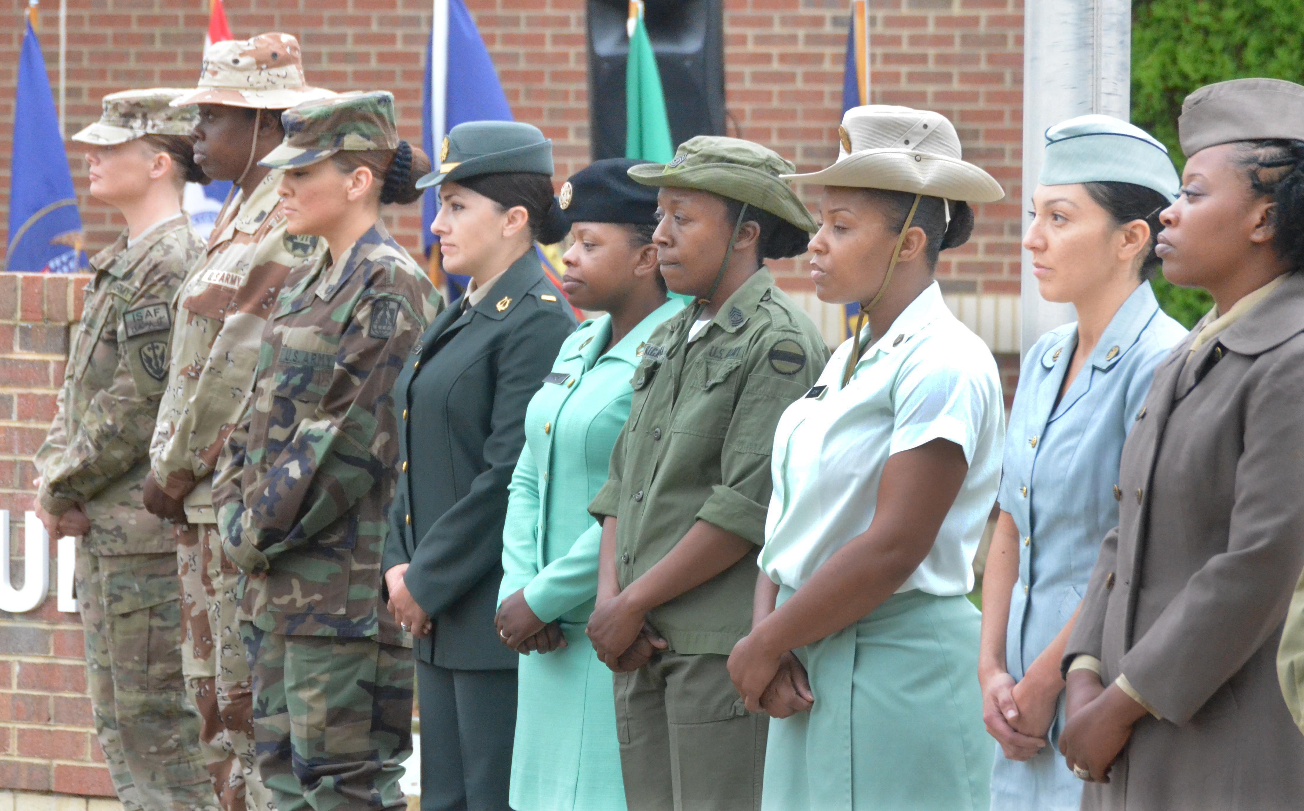 U.s. Army Women Uniform 'Lt. FAWMA' -- Army Wo...