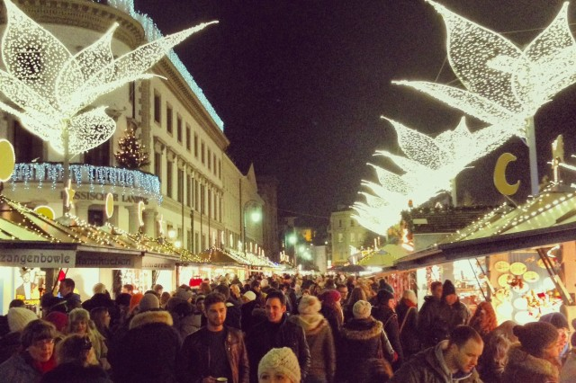 Crowds throng the 2013 Wiesbaden (Germany) Christmas market. Security experts say crowded venues such as this offer ample opportunities for pickpockets to ply their trade.
