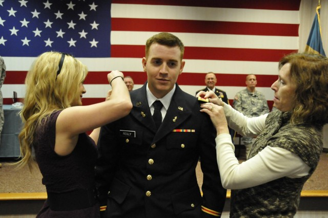 Charmant ... U.S. Army 2nd Lt. Pierce Reilly, Delaware Army National Guard,  Ceremoniously Receives His