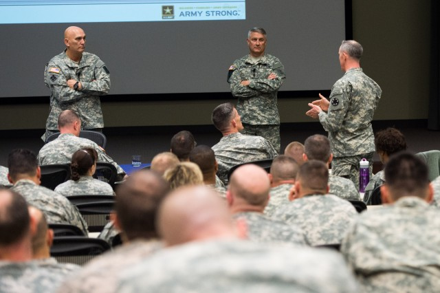 CSA and SMA Speak at Pre-Command Course
