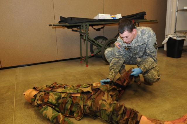 Newark, Ohio, native trains on combat lifesaving skills