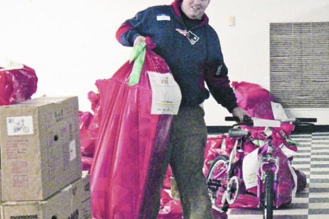 Fort Meade Benefits from USO Operation Elf