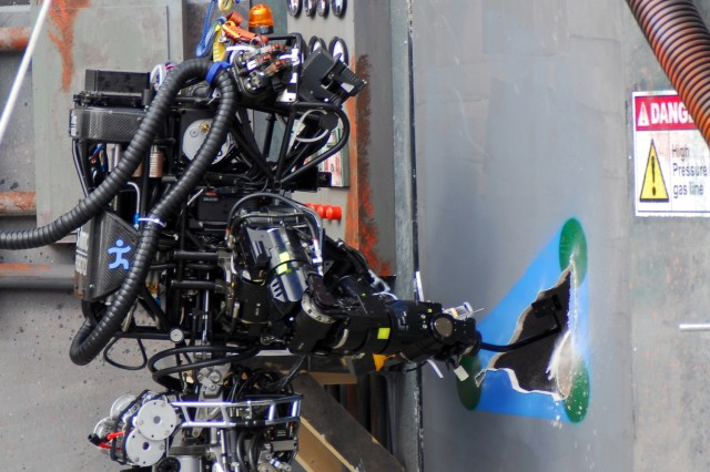Eight teams earn DARPA funds for 2014 robotics finals